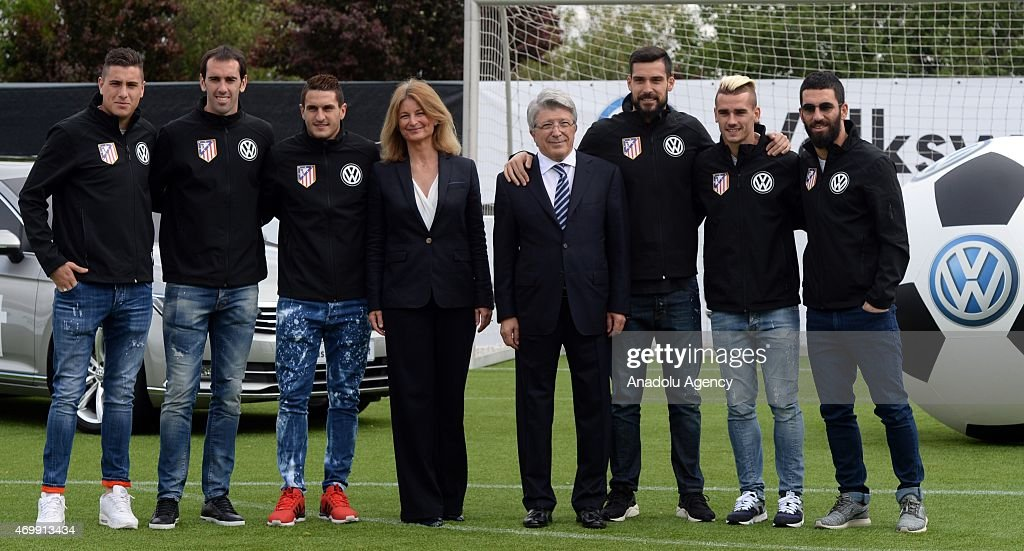 ¿Cuánto mide Arda Turan? - Real height Arda-turan-griezmann-koke-godin-miguel-angel-moya-of-atletico-madrid-picture-id469913434