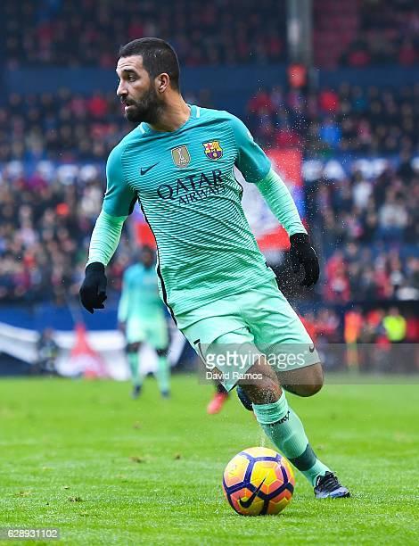 Ardan Turan of FC Barcelona runs with the ball during the La Liga match between CA Osasuna and FC Barcelona at Sadar stadium on December 10 2016 in...