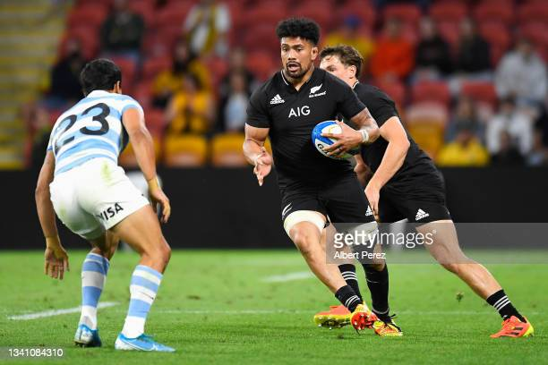 Ardie Savea of the All Blacks runs the ball during The Rugby Championship match between the Argentina Pumas and the New Zealand All Blacks at Suncorp...