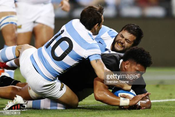 Ardie Savea of the All Blacks scores a try during the 2020 Tri-Nations match between the Argentina Pumas and the New Zealand All Blacks at McDonald...