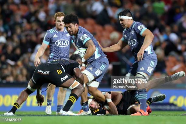 Ardie Savea of the Hurricanes charges forward during the round 4 Super Rugby Aotearoa match between the Chiefs and the Hurricanes at FMG Stadium on...