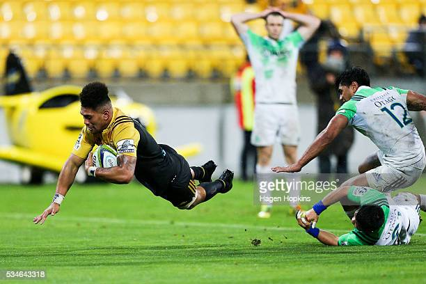 Ardie Savea of the Hurricanes scores the matchwinning try during the round 14 Super Rugby match between the Hurricanes and the Highlanders at Westpac...