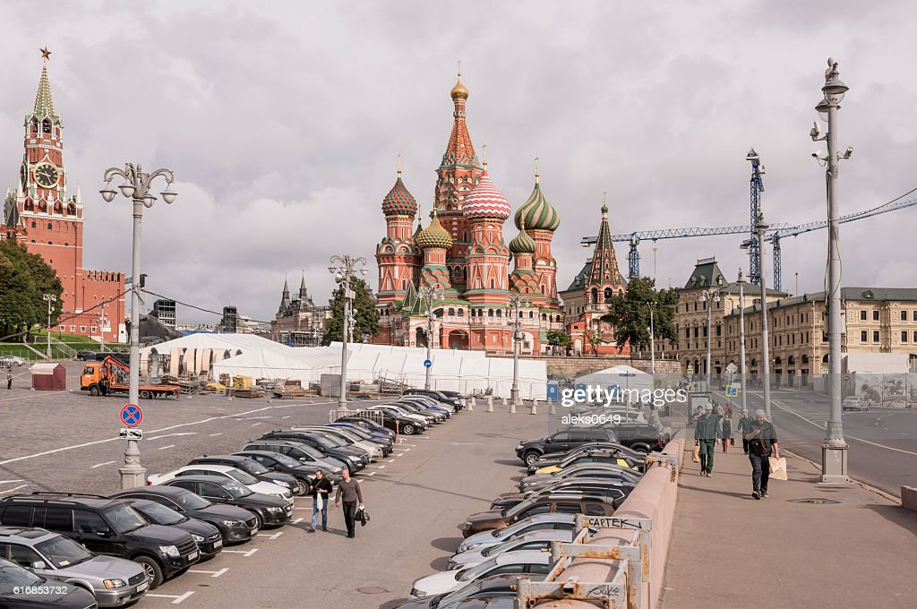 Area Vasilevsky descent. By area, moving the pedestrians and car : Stock Photo