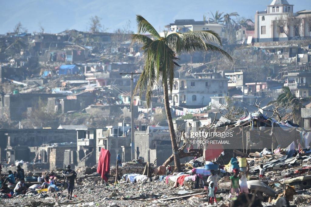TOPSHOT-HAITI-CARIBBEAN-WEATHER-HURRICANE : News Photo