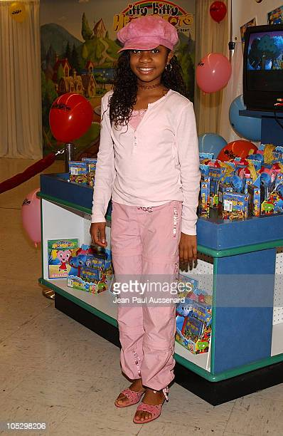 Aree Davis during Mark Feuerstein Leads Los angeles Kids in 'itty bitty HeartBeats' Pledge at Toys'R'Us at Toys'R'Us in Torrance California United...