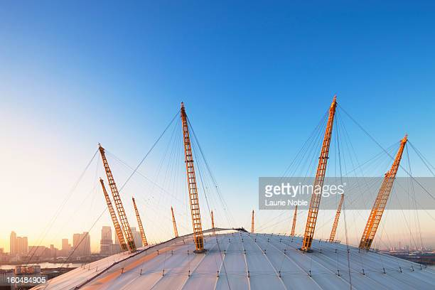 o2 arena and canary wharf, london, england - the o2 england stock pictures, royalty-free photos & images