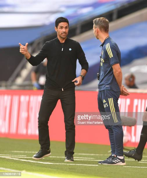 Arenal Head Coach Mikel Arteta talks to assistant Albert Stuivenburg during the FA Cup Final match between Arsenal and Chelsea at Wembley Stadium on...