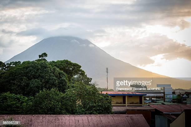 arenal volcano, la fortuna, costa rica - iacomino costa rica foto e immagini stock