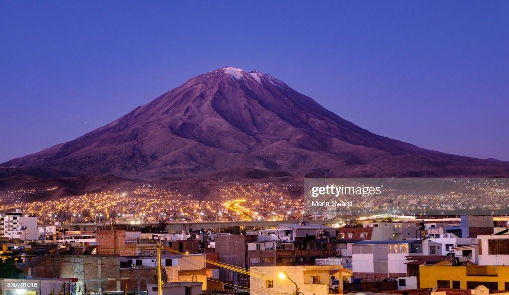 Arequipa - Cityscape with volcano Misti : Stock-Foto