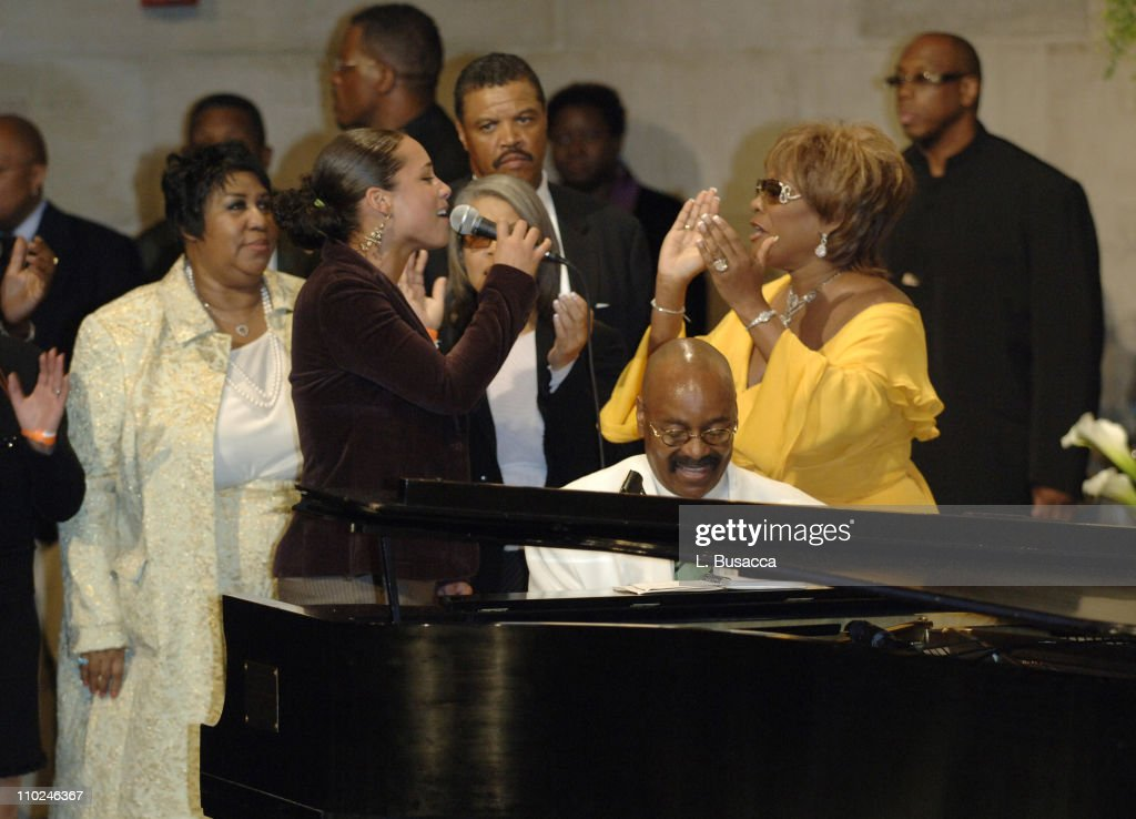 Luther Vandross Funeral Service - July 8, 2005 : News Photo