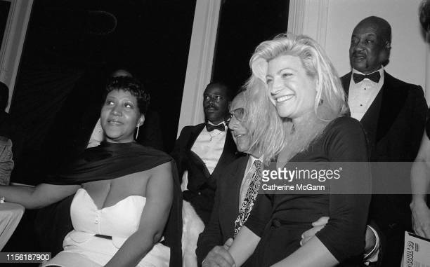 LR Aretha Franklin American record producer and music industry executive Clive Davis and Taylor Dayne at a party in July 1989 in New York City New...