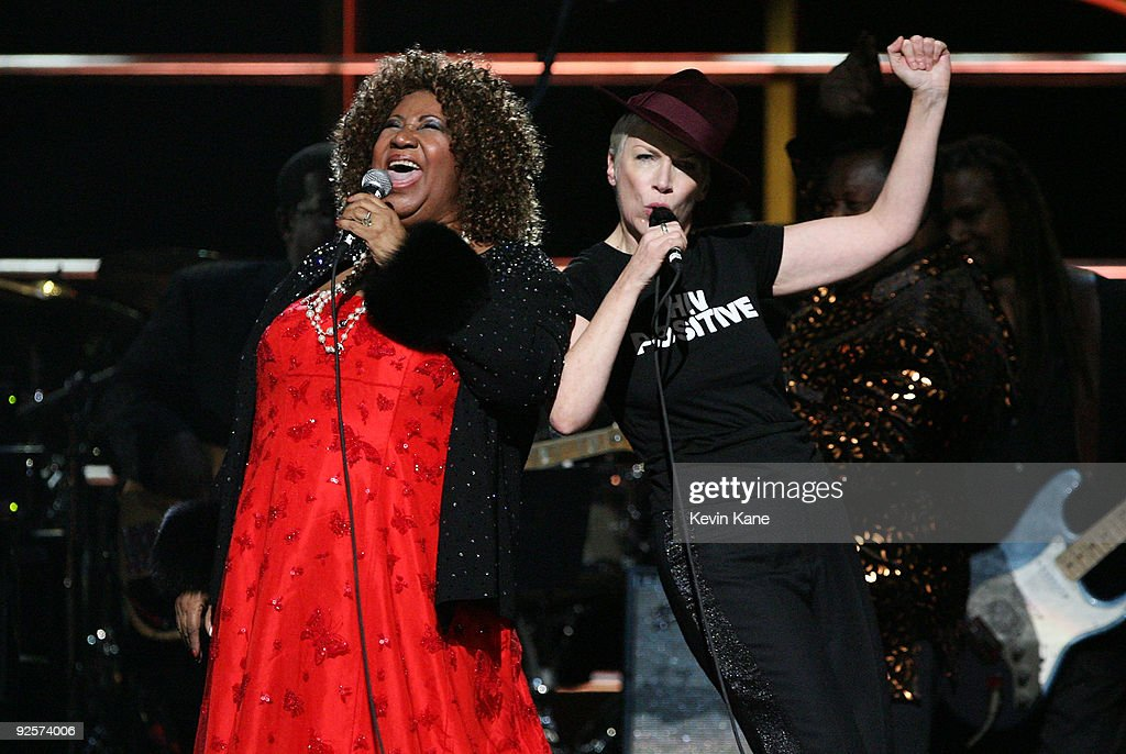 25th Anniversary Rock & Roll Hall Of Fame Concert - Night 2 - Show : Nachrichtenfoto