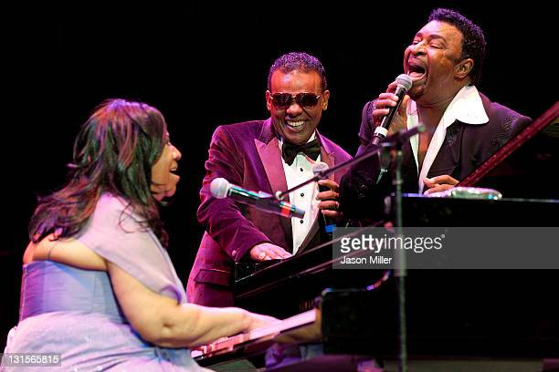 Aretha Franklin performs an encore with Ronald Isley and Dennis Edwards during the Roll Hall of Fame honoring Aretha Franklin, 16th American Music...