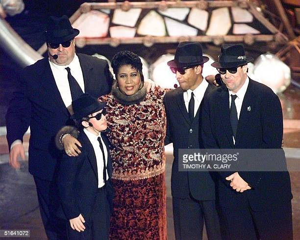 Aretha Franklin poses with the Blues Brothers John Goodman JEvan Bonifant Joe Morton and Dan Aykroyd after performing at the 40th Grammy Awards at...