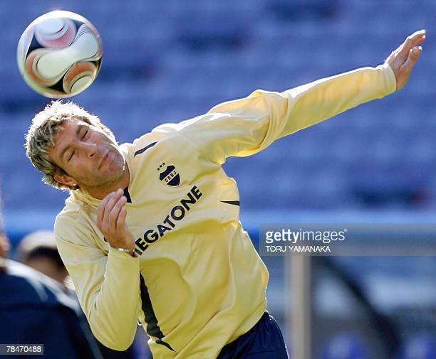 Argantine football club Boca Juniors forward Martin Palermo heads a ball during the practice session in Yokohama 14 December 2007 The South American...