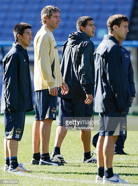 Argantine football club Boca Juniors midfielder Juan Riquelme shouts beside forward Martin Palermo and Rodrigo Placio during the practice session in...