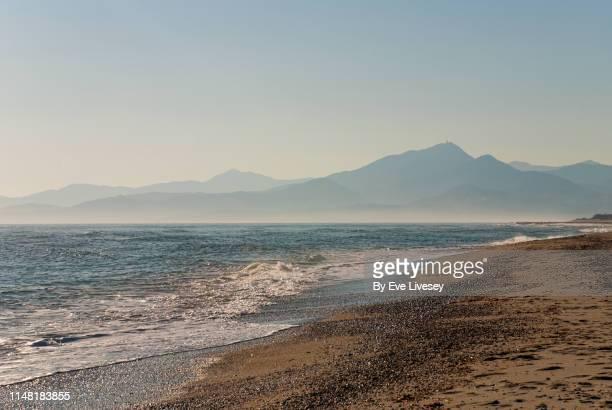 argelès-sur-mer beach - catalogne photos et images de collection