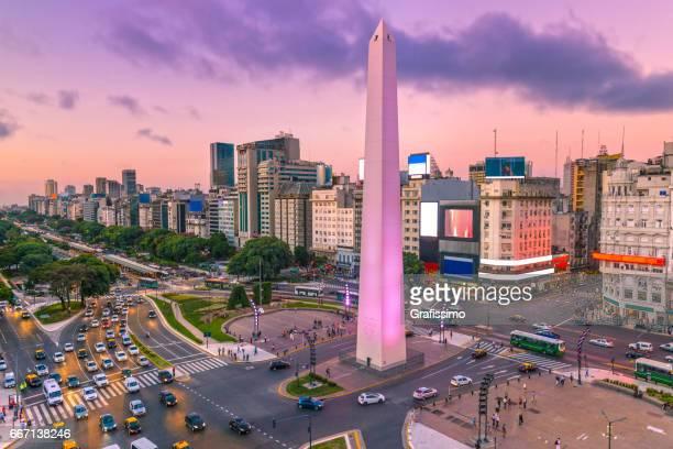 argentina buenos aires amanecer en el centro con hora punta - argentina fotografías e imágenes de stock