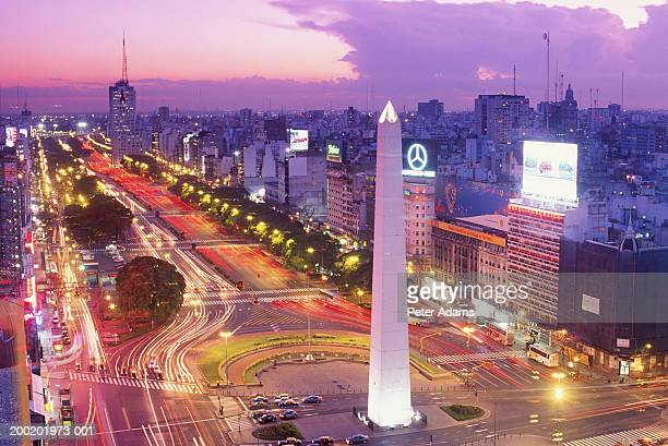 argentina, buenos aires, plaza de la republica at dusk, elevated view - obelisco de buenos aires fotografías e imágenes de stock
