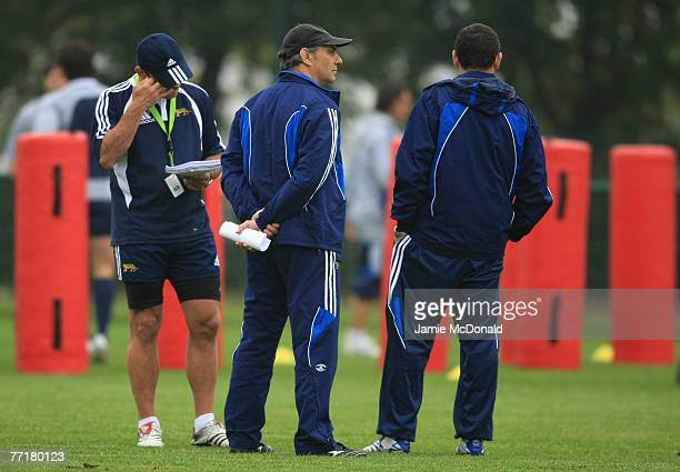Argentina coach Marcelo Loffreda looks on during an Argentina training session at the Stade Jean Boulin on 4 October 2007 in Paris