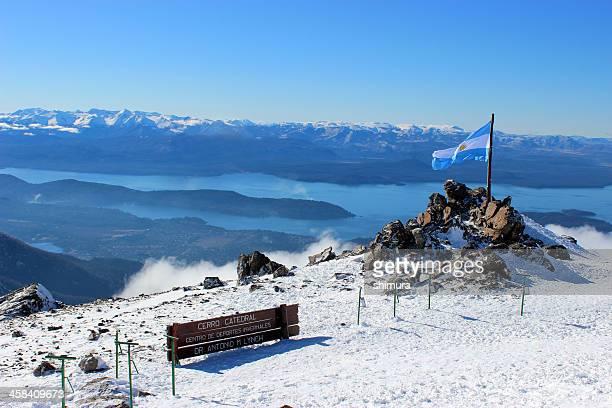 Argentina Flag y Gutierrez lago en los Andes de la Patagonia 2