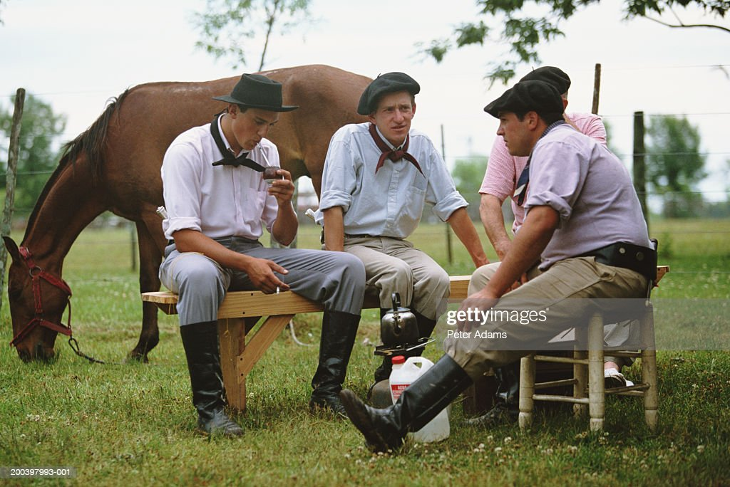 argentina-gauchos-drinking-yerba-mate-pi