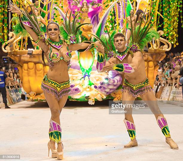 argentina gualeguaychu couple samba dancer dancing at carnival - argentina traditional clothing stock photos and pictures