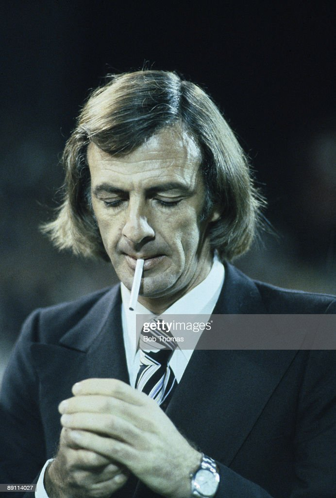 Argentina manager Cesar Luis Menotti lighting a cigarette before the Argentina v Holland FIFA 75th Anniversary  sc 1 st  Getty Images & Cesar Luis Menotti Pictures | Getty Images azcodes.com