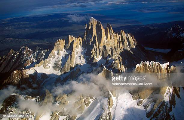 argentina, patagonia, andes mountains, mount fitzroy, aerial view - cerro torre photos et images de collection