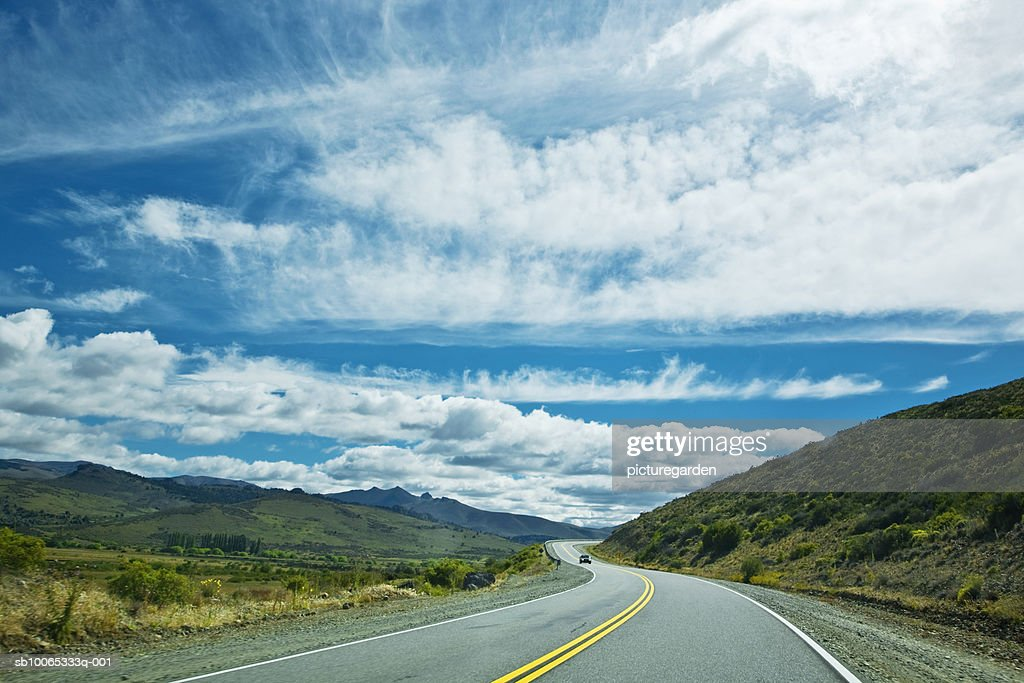 Argentina, Patagonia, Parque, country road passing through mountains : Foto stock