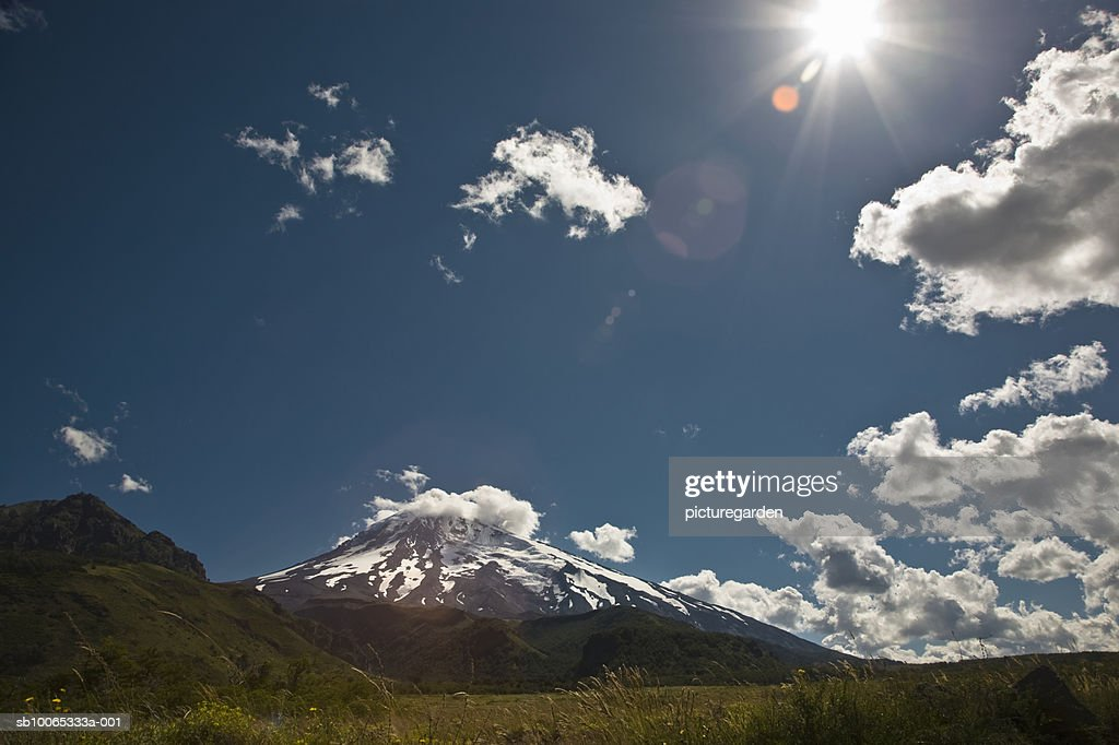 Argentina, Patagonia, Parque, snowcapped mountains with cumulus clouds : Foto stock