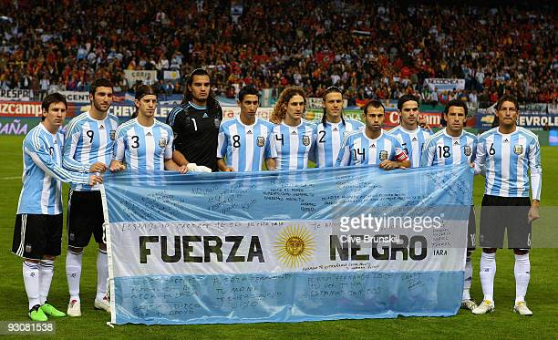 Argentina pose for a team photo during the friendly International football match Spain against Argentina at the Vicente Calderon stadium in Madrid on...