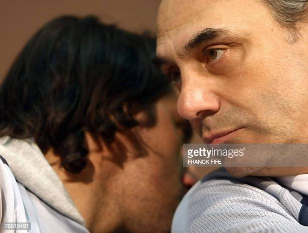 Argentina rugby union national team head coach Marcello Loffreda chats with captain Augustin Pichot during a press conference following a training...