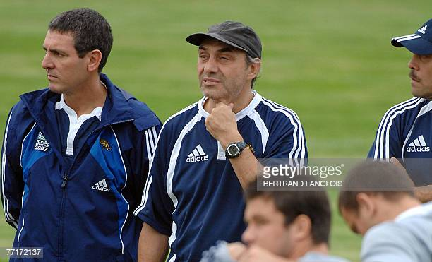 Argentina rugby union national team head coach Marcelo Loffreda and staff members attend a training session 03 October 2007 at the Jean Moulin...