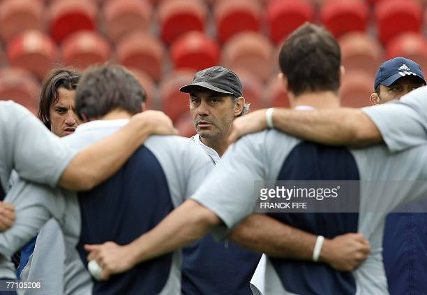Argentina rugby union national team head coach Marcelo Loffreda gives his instructions to his players during a training session at the Parc des...