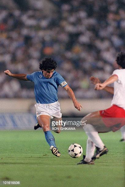 Argentina soccer superstar Diego Maradona of SSC Napoli is about to shoot a ball to the goal during the Xerox Super Soccer 12 August 1988 against...