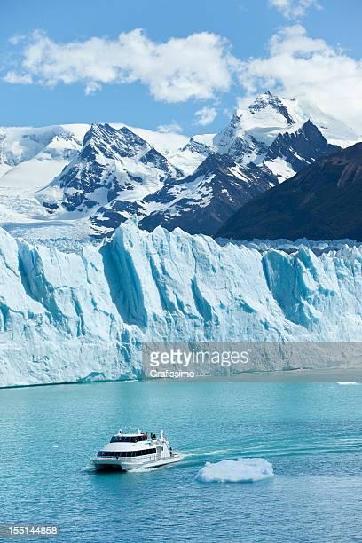 ツーリストボートでアルゼンチン氷河ペリトモレノタムワースビレッジ