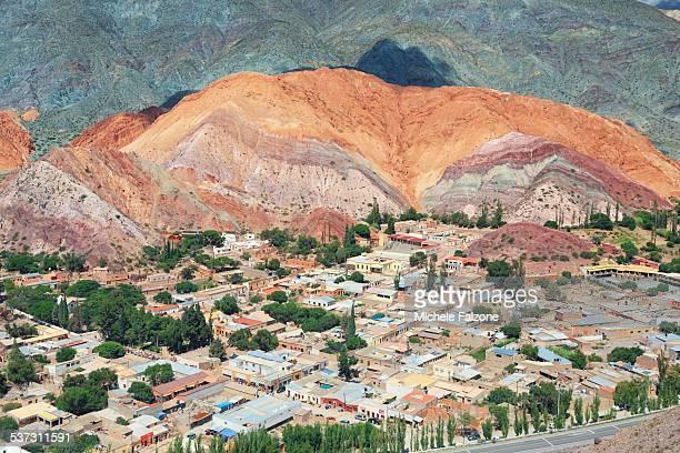 argentina, typical rock formations - cerro de los siete colores foto e immagini stock