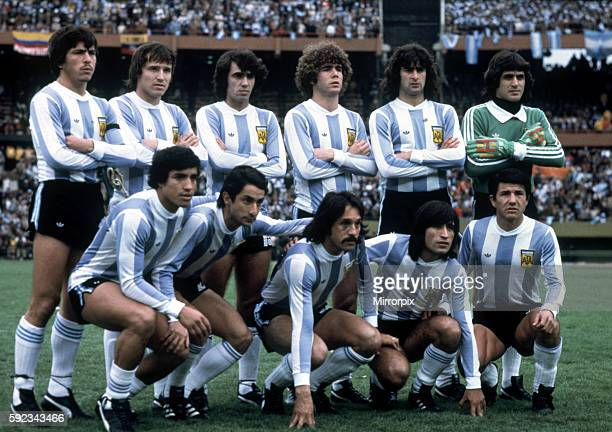 Argentina won 31 aet Mario Kempes scoring twice Pictured Argentina team pose for photographers before final Back Row LR Daniel Passarella Daniel...
