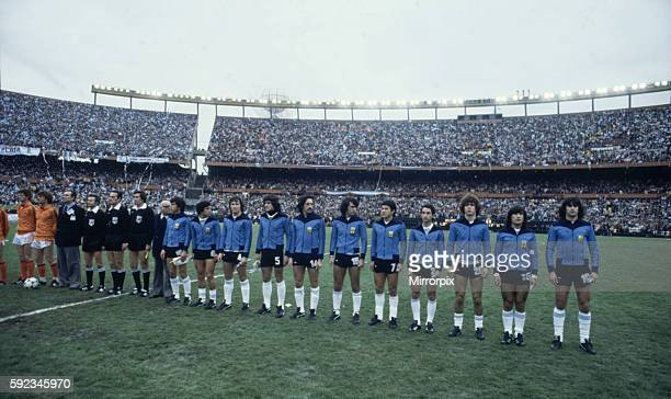 Argentina won 31 aet Mario Kempes scoring twice Pictured Argentina team lineup before final LR Daniel Passarella Americo Gallego Daniel Bertoni...