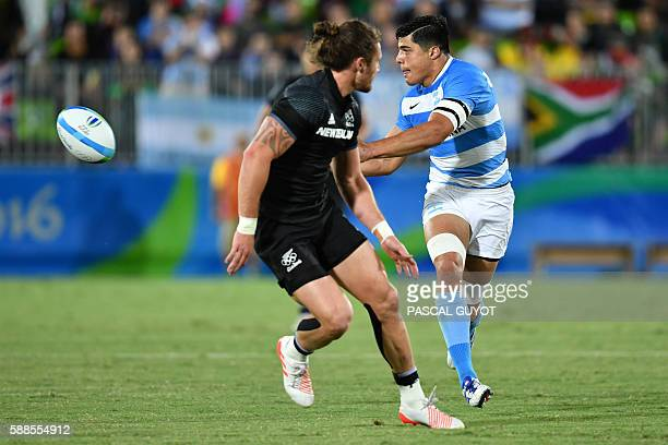Argentina's Axel Muller passes the ball in the mens rugby sevens match between New Zealand and Argentina during the Rio 2016 Olympic Games at Deodoro...