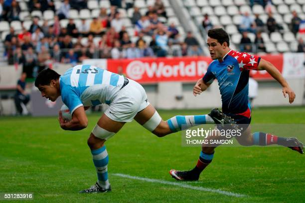 Argentina's Axel Muller scores a try during a HSBC Paris Sevens Series rugby match between Argentina and United States at the Stade Jean Bouin in...