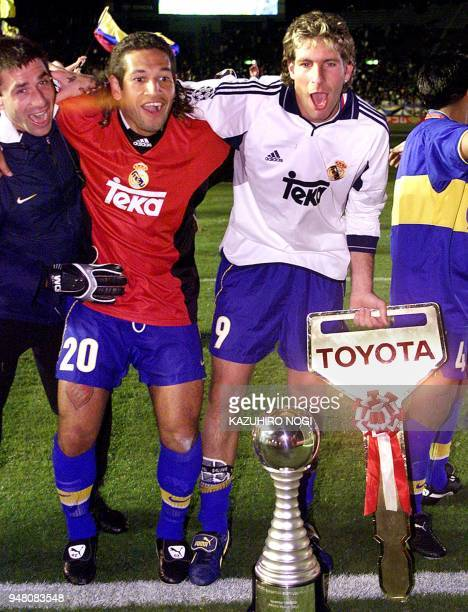 Argentina's Boca Juniors forward Martin Palermo Antonio Daniel Barijho and goalkeeper Roberto Carlos Abbondanzieri celebrate after they defeated...