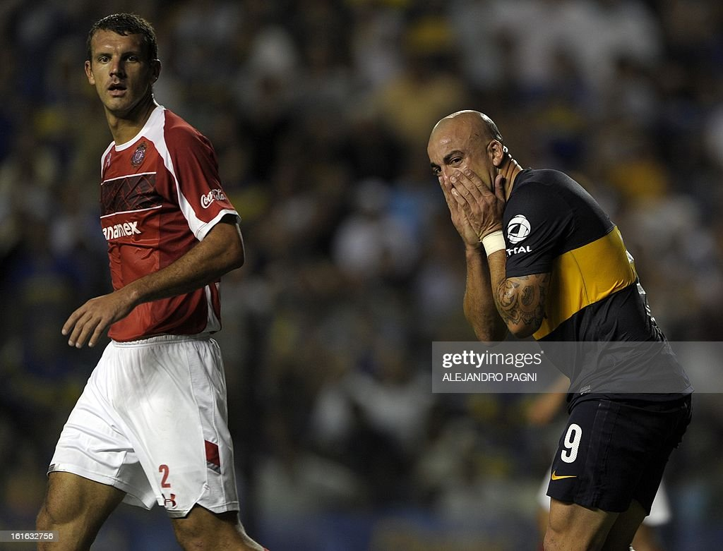 Argentina's Boca Juniors forward Santiago Silva (R) reacts after missing a chance of goal next to Mexico's Toluca defender Diego Novaretti, during their Copa Libertadores 2013 Group 1 football match at 'La Bombonera' stadium in Buenos Aires, Argentina, on February 13, 2013.