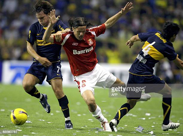 Argentina's Boca Juniors Pablo Mouche vies for the ball with Brazilian Internacional Marcao during their Copa Sudamericana 2008 quarterfinals...