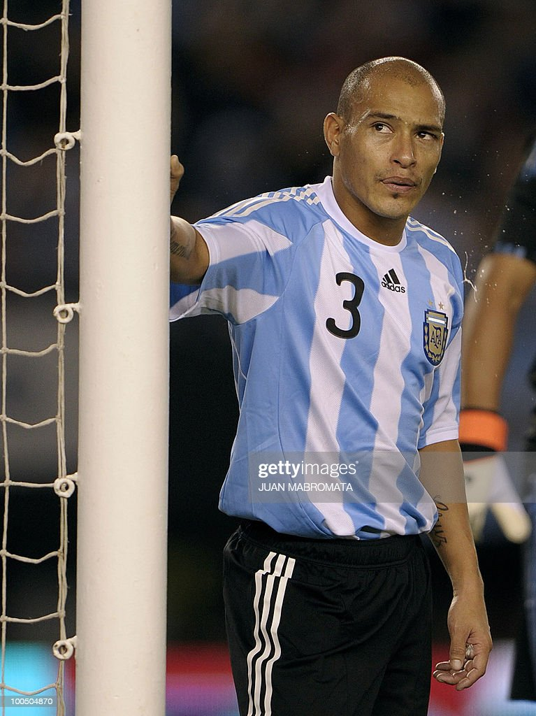 Argentina's defender Clemente Rodriguez spits during a friendly football match against Canada at the Monumental stadium in Buenos Aires, on May 24, 2010. Argentina is flying to South Africa for the World Cup finals on Friday, and will play their first match against Nigeria on June 12 in Johannesburg. AFP PHOTO / Juan Mabromata