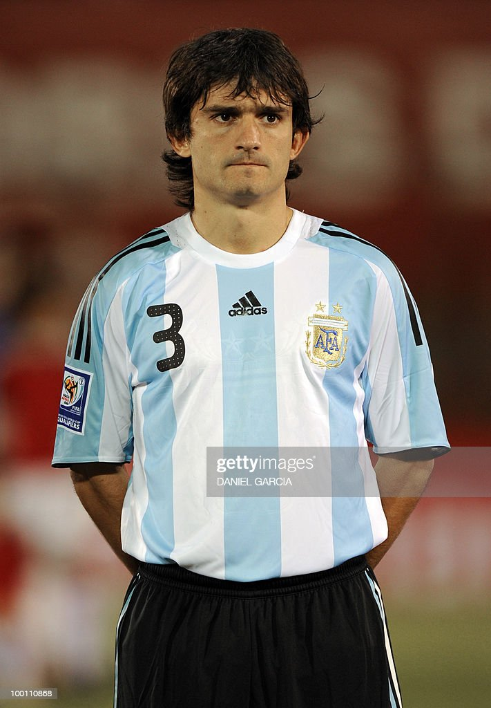 Argentina's defender Emiliano Papa at Defensores del Chaco stadium in Asuncion, Paraguay, on September 9, 2009.