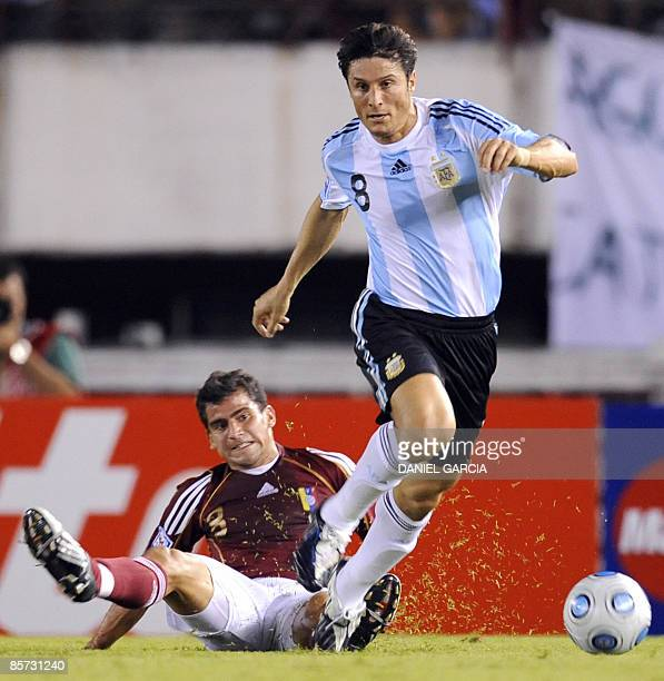 Argentina's defender Javier Zanetti dribbles past Venezuela's midfielder Roberto Rosales during their FIFA World Cup South Africa 2010 qualifier...