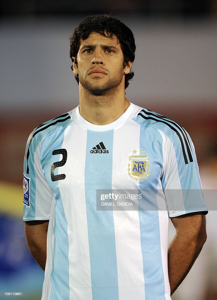Argentina's defender Sebastian Dominguez at Defensores del Chaco stadium in Asuncion, Paraguay, on September 9, 2009.
