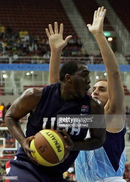 Argentina's Diego Logrippo tries to block US Dewayne White Jr during their XV Pan American Games basketball game 27 July 2007 in Rio de Janeiro...